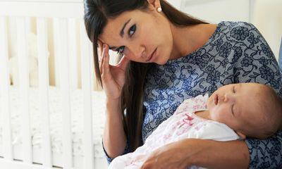 Xã hội - Sinh con xong, tóc bị bạc nhiều là nỗi khổ của nhiều chị em.