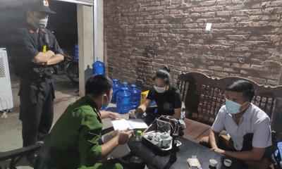 Thái Nguyên:Giấu người trong cốp xe để qua chốt kiểm dịch Covid - 19