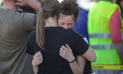 Vụ nữ sinh lớp 6 xả súng: Cô giáo dũng cảm tước vũ khí, khống chế chỉ với một cái ôm