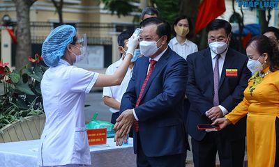 """Cử tri Hà Nội nô nức đi bầu cử, triệu trái tim cùng hướng về """"Ngày hội Non sông"""""""