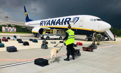 Hành khách kể lại khoảnh khắc đáng sợ khi máy bay bị tiêm kích Belarus áp sát, tưởng đã gặp nạn