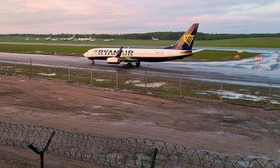 Lộ đoạn trao đổi của phi công máy bay Ryanair trước khi hạ cánh xuống Belarus