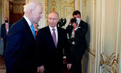 Tổng thống Putin lên tiếng về tin đồn người đồng cấp Mỹ dùng giấy ghi nhớ trong hội nghị