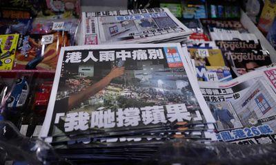 Thêm nhân vật cấp cao của báo Apple Daily bị bắt giữ ở sân bay