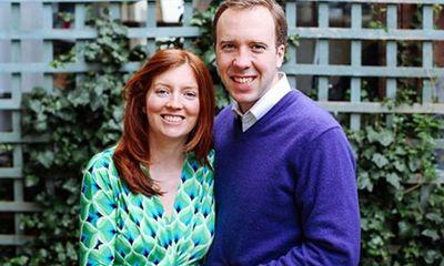 Rộ tin cựu Bộ trưởng Y tế Anh bỏ vợ ngay trước khi lộ hình ảnh ôm hôn trợ lý