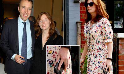 Vợ cựu Bộ trưởng Anh xuất hiện sau bê bối chồng ngoại tình, gây chú ý với chi tiết này