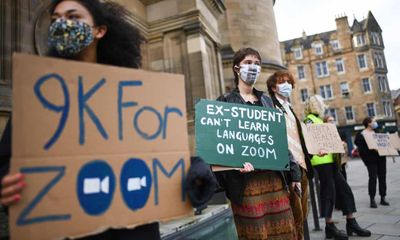 Sinh viên yêu cầu hoàn học phí vì phải học trực tuyến, các trường đại học phản ứng ra sao?