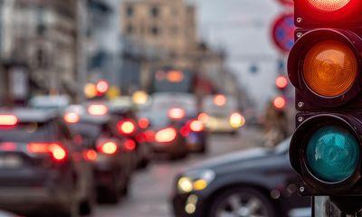 Để trả thù tình cũ, người phụ nữ mượn ô tô, vượt đèn đỏ 49 lần liên liếp