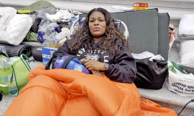 Nữ nghị sĩ ngủ qua đêm trên bậc thềm Điện Capitol khiến dư luận Mỹ tò mò nguyên nhân phía sau