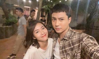 Khả Ngân tươi tắn bên Thanh Sơn trong loạt ảnh hậu trường 11 Tháng 5 Ngày