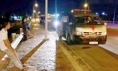 Vinh: Xe cứu thương mở đèn ưu tiên, chở nhiều người khoẻ mạnh