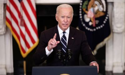 Tổng thống Biden đặt mục tiêu tiêm vaccine ngừa COVID-19 cho khoảng 70% dân số thế giới