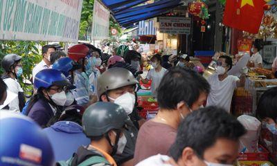 TP.HCM: Sẽ xử lý trách nhiệm cán bộ nếu để xảy ra tình trạng đông người mua bánh trung thu