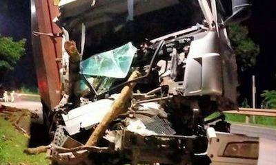 Tin tức tai nạn giao thông mới ngày 30/9/2021: Ô tô tải lao lên lề đường đâm trúng người đi bộ