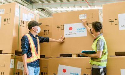 300 tủ lạnh bảo quản vaccine do Nhật Bản tài trợ về tới Việt Nam