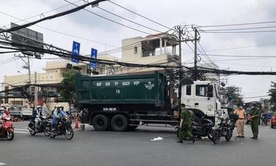 Tin tức tai nạn giao thông mới ngày 5/10: Ngã ra đường sau va chạm với xe máy, người đàn ông bị xe rác cán tử vong