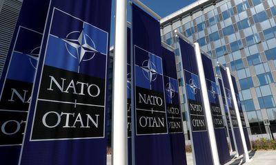 NATO trục xuất 8 đại diện Nga vì nghi là