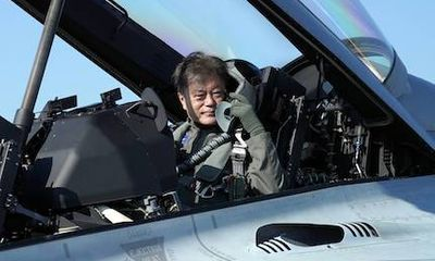 Tổng thống Hàn Quốc di chuyển bằng máy bay chiến đấu, quảng bá ngành công nghiệp quốc phòng