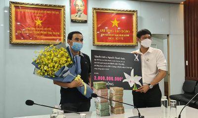 Truyền thông - Thương hiệu - Nghệ sĩ Quyền Linh và nghệ nhân hoa lan Nguyễn Thanh Xuân trao 2 tỷ đồng cho công tác phòng chống dịch