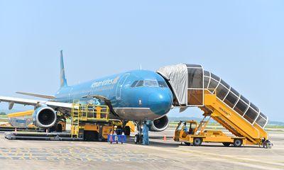 """Cần biết - Sân bay Vân Đồn đón 345 khách có """"Hộ chiếu vắc xin"""" về từ Mỹ"""
