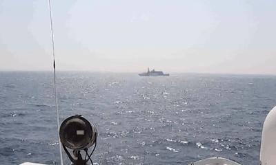 Tin tức quân sự mới nhất ngày 10/5: Tàu chiến Mỹ bắn 30 phát súng cảnh cáo tàu Iran ở eo biển Hormuz