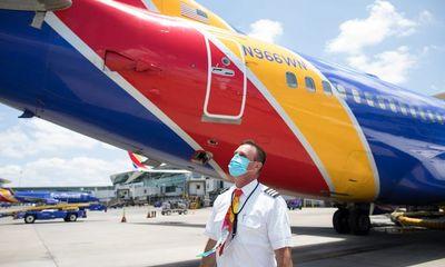 Bắt giữ nữ hành khách gây rối, đánh gãy răng tiếp viên hàng không
