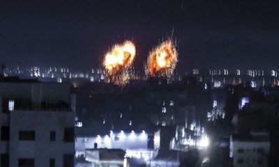 Bất đắc dĩ phải nhận bóng bay gây cháy, Israel không kích ác liệt Gaza