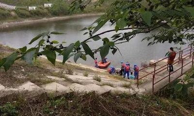 Cặp sinh đôi 5 tuổi đuối nước tử vong, bà nội đau buồn nhảy xuống sông tự tử