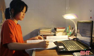 Nữ thủ khoa đầu vào lớp 10 THPT Chuyên Hà Tĩnh gây choáng khi viết 17 trang văn trong 150 phút