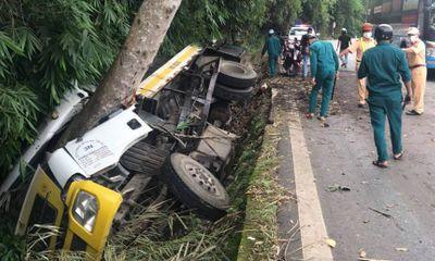Lâm Đồng: Lật xe tải trên đèo Bảo Lộc, 2 người tử vong