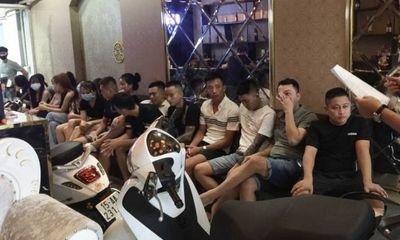 Hải Phòng: Phớt lờ lệnh cấm, quán karaoke mở cửa tiếp gần 20 khách cùng lúc