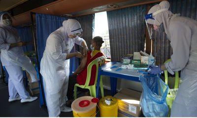 Điều tra cáo buộc nhân viên y tế dùng ống vaccine rỗng tiêm cho người dân tại Malaysia