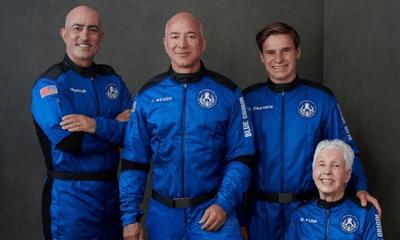 Tỉ phú sáng lập Amazon Jeff Bezos thực hiện thành công chuyến bay lịch sử vào không gian