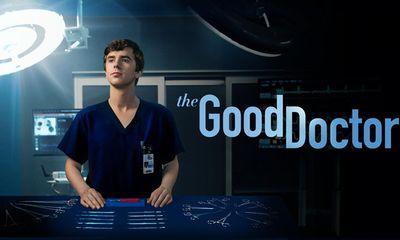 """""""The Good Doctor"""" chiếm top 1 thịnh hành Netflix, 'bác sĩ tự kỷ' do Freddie Highmore thủ vai gây sốt"""