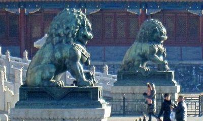 Bí ẩn đôi tượng sư tử mạ vàng cụp tai ở cung Càn Thanh