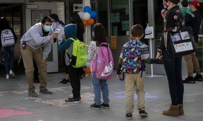 Hơn 20.000 học sinh tại một bang của Mỹ cách ly do COVID-19 ngay sau tuần học đầu tiên