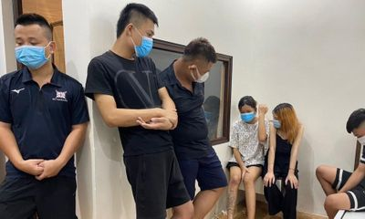 Bắt quả tang 7 thanh niên tổ chức sử dụng ma tuý giữa lúc giãn cách xã hội