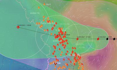 Bão số 5 sát đất liền, hướng vào các tỉnh Trung Trung Bộ