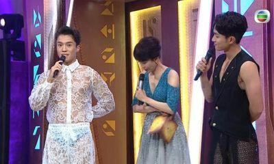 2 nam MC chung kết Hoa hậu Hong Kong 2021 hứng chỉ trích vì mặc như không mặc