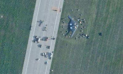 Hạ cánh trượt khỏi đường băng, máy bay ném bom tàng hình B-2 của Mỹ bị hư hỏng nặng