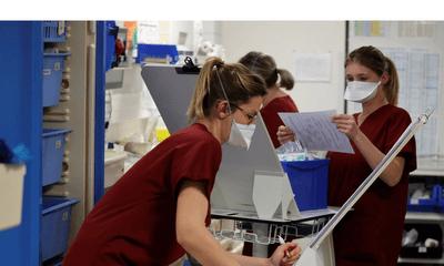 Không tiêm vắc-xin phòng COVID-19, 3.000 nhân viên y tế Pháp bị đình chỉ