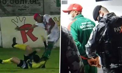 Video: Nam cầu thủ nổi điên, hành hung trọng tài ngay trên sân sau khi bị thẻ vàng