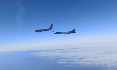 Tiêm kích Su-30 của Nga chặn 2 máy bay ném bom của Mỹ trên Biển Đen