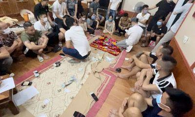 Bắc Ninh: Nhóm thanh niên tụ tập uống rượu, đánh bạc bất chấp lệnh cấm