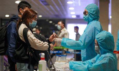 Tin tức thời sự mới nóng nhất hôm nay 18/6: Lấy mẫu xét nghiệm COVID-19 ngẫu nhiên người đi từ TP.HCM ra Hà Nội