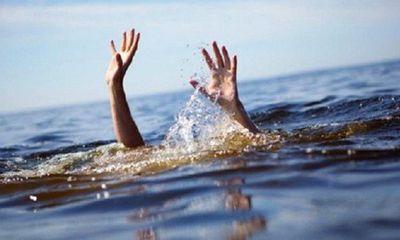 Nghệ An: Rủ nhau ra sông tắm, 2 cháu bé đuối nước thương tâm