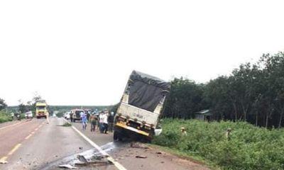 Va chạm kinh hoàng giữa xe tải với ô tô con, 3 người tử vong tại chỗ
