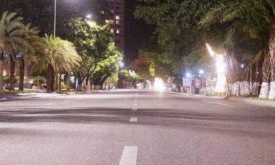Đà Nẵng: Đường phố vắng lặng trong đêm đầu tiên thực hiện chỉ thị giãn cách mới