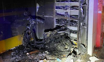 TP.HCM: Cảnh sát kịp thời phá cửa cứu 2 vợ chồng thoát khỏi đám cháy