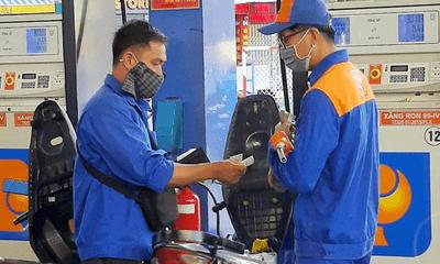 Chiều 11/10, giá xăng dầu đồng loạt tăng mạnh, RON95 lên gần mức 23.000 đồng/lít